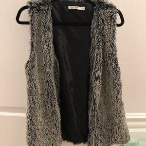 Pippa Lynn faux fur vest in grey from LF STORES
